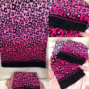 NWT DKNY EXTRA LARGE PINK LEOPARD TOWELS 💕